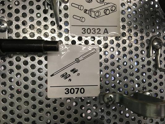Tja, diese Werkzeugbezeichnung sucht man im Reparaturleitfaden (Mikrofishe) vergeblich... mein Kollege Tobi wußte aber, wo die Teilchen hingen. :)