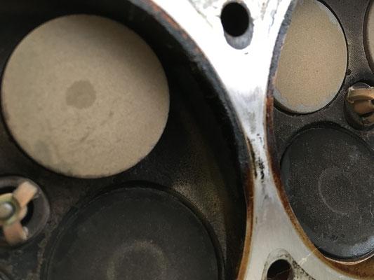 Steg zwischen 2 und 1 Zylinder am Zylinderkopf...