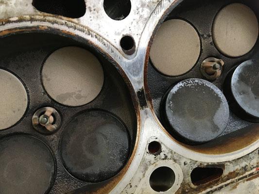 Steg zwischen 4 und 3 Zylinder am Zylinderkopf...