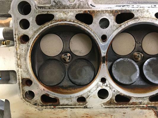 Steg zwischen 4 und 3 Zylinder am Zylinderkopf, inkl. Ansicht Brennraum Zylinderkopf 4 Zylinder
