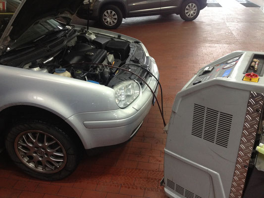 Ohne dieses Gerät ist keine Reparatur an der Klimaanlage möglich!