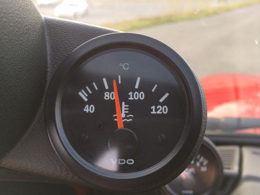Noch unter 90° Grad Kühlmitteltemperatur und das trotz forscher Fahrt... ;)