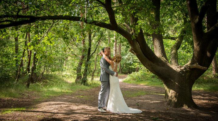 Bruidsfotografie bos Hellendoorn, fotograaf Hardenberg