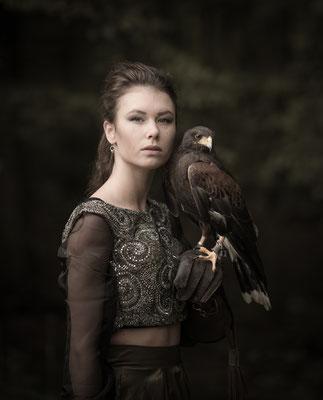 fantasyfotografie, fantasyshoot, fotograaf Hardenberg, fotografie Hardenberg, visagie, roofvogelfotografie, roofvogel, fotograaf overijssel, potret overijssel