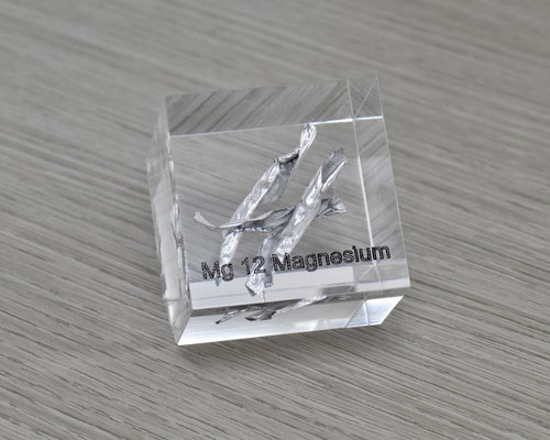magnesium acrylic cube, metal acrylic cube, magnesium metal, magnesium, magnesium element cube, magnesium acrylic, acrylic cubes of elements for collection and display