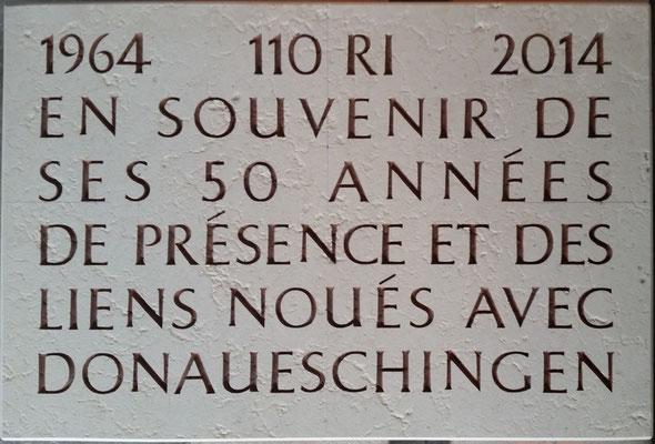Plaque commémorative en français pour les 50 ans de présence du 110° R.I. à Donaueschingen.