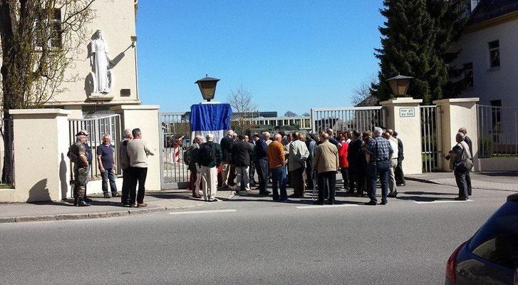 23 avril 2015 : quelques minutes avant l' inauguration de la plaque commémorative à l' entrée Foch.