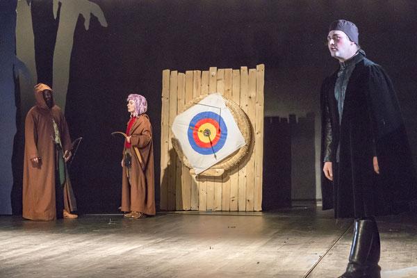 Bernhard Schnepf (Robin Hood), Sarah Finkel (Little John), Benjamin Muth (Sheriff von Nottingham); © Tobias Kreft / Theater Paderborn