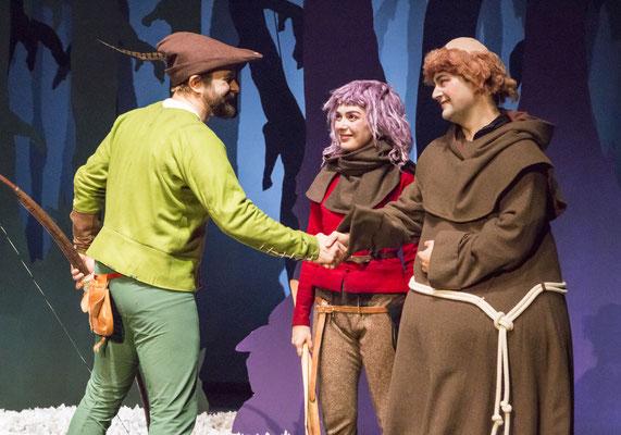 Bernhard Schnepf (Robin Hood), Sarah Finkel (Little John), Benjamin Muth (Bruder Tuck); © Tobias Kreft / Theater Paderborn