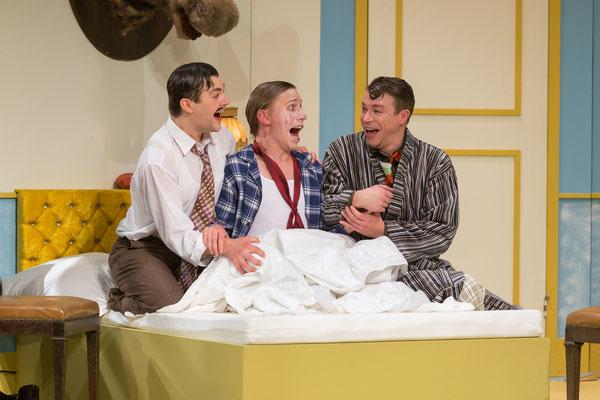 Benjamin Muth (Gordon Miller), Sebastian Schlicht (Leo Davis), Dennis Pfuhl (Harry Binion); © Dirk Rückschloß/BUR