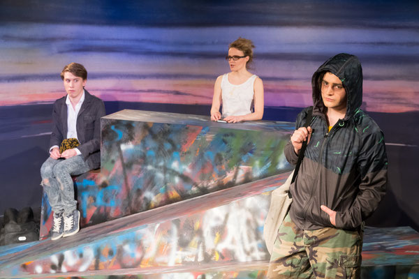 Sebastian Schlicht (Maik), Stephanie Braune (Isa), Benjamin Muth (Tschick); © Dirk Rückschloß/BUR