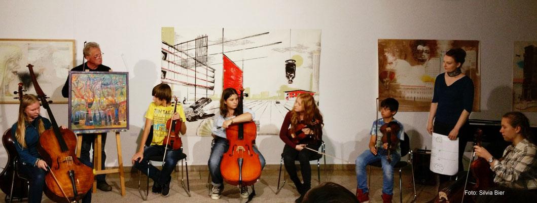 FARBKLANGWELTEN Improvisations-Workshop mit Streichinstrumenten und Konzert mit Instrumentenbauer und Maler Helmut Bleffert 2016 | Foto: Silvia Bier
