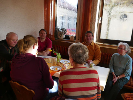 2019 03 23 Kolping und Frauenbund Kaffeebereich im Pfarrheim nach der Lektüre der Infostände
