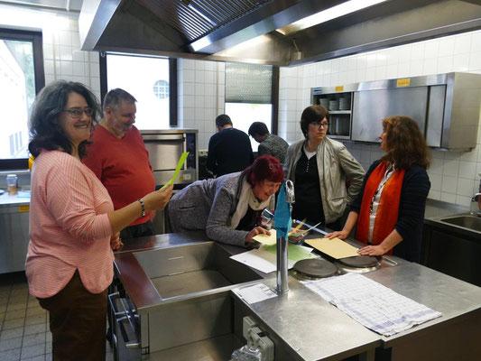 2019 05 05 Kolping Mitgliederversammlung, Fleisige Küchenfeen fürs herrichten des Leiblichen Wohls