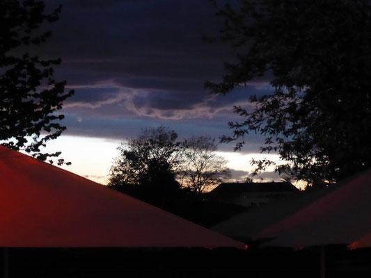 2019 04 24 Kolping Emmausgang Ausklang blick zum Himmel vor dem Abraxas Lokal