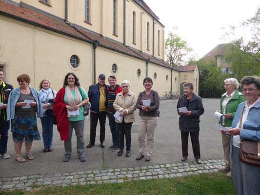 2019 04 24 Kolping Emmausgang Startandacht im Kirchhof