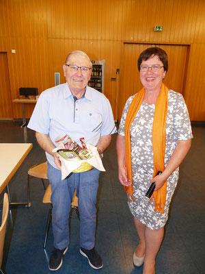 Dank für die vielen treuen Jahre in der Vorstandschaft  unseres Langjährigen Kassierers Josef Höflmeier