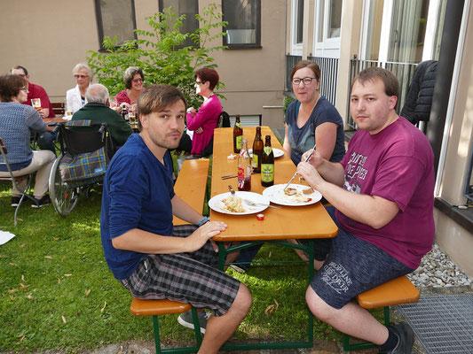 2018 07 06 Pfarreigrillen mit Kolping vor dem Pfarrheim