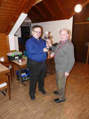 Wander-Pokalschafkopf Sieger des Erwachsenenturniers 2018 Bernhard Ziegler