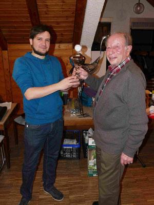 Wander-Pokalschafkopf Sieger des Jugendturniers 2018 Josua Neumann