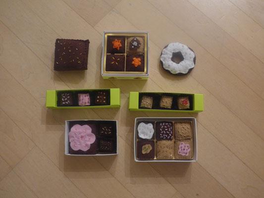Konfekt, Pralinen es hat ganz viele verschiedene Schachteln und Schokoladenarten