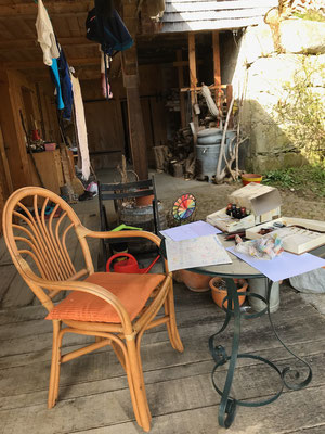 Terrasse mit Werkstatt für Briefe in alter Schrift mit Federkiel geschrieben