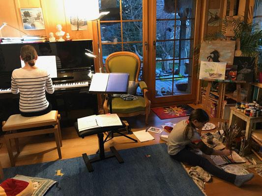 Anouk am Malen / Manoush am Klavier