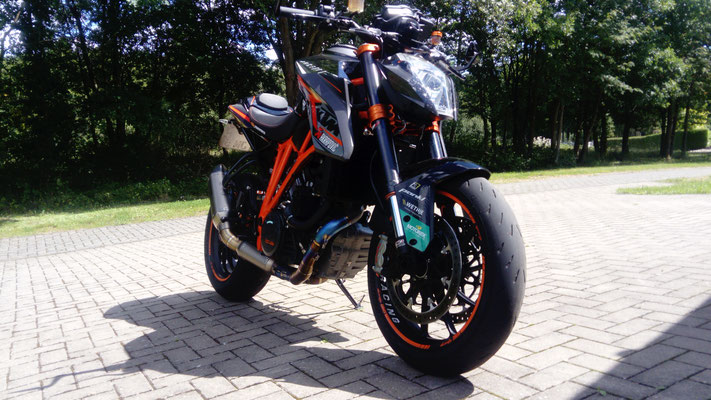 Superduke Umbau,legaler Endschalldämpfer mit Racing Titan Krümmer