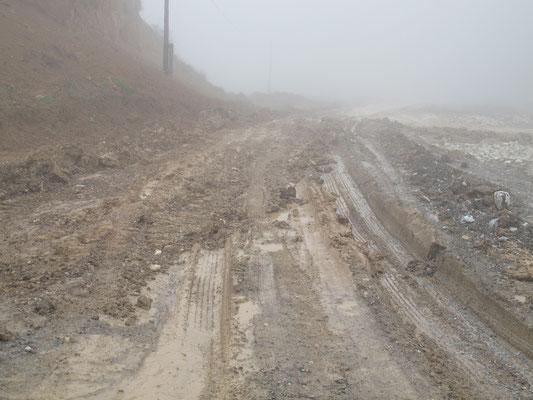 im Regen entwickeln sich manche Strassen zur Schlammpiste