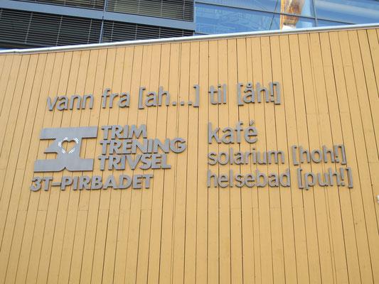 Tromsø empfängt uns mit dieser lustigen Tafel...