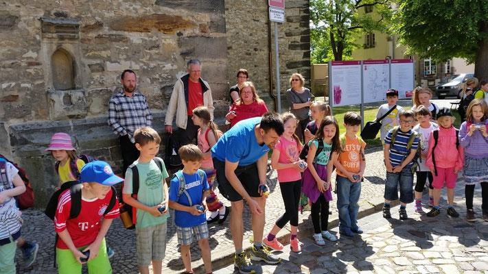 Den Eintritt in die Schloßkirche mussten sich die Kinder erspielen