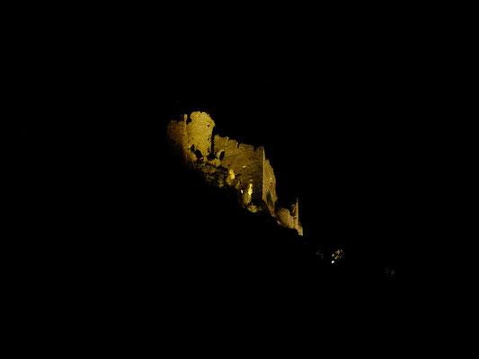 Le château de Léotoing, la nuit... vue du Moulin du Bateau.