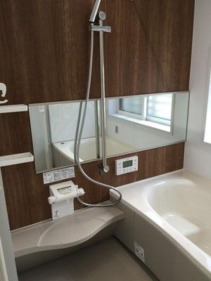 浴室お風呂 鏡、木目調、手すり