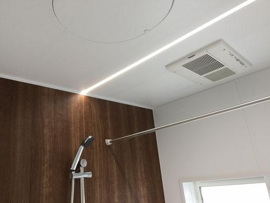 浴室お風呂 LED照明、フラット天井、物干しバ―、乾燥機