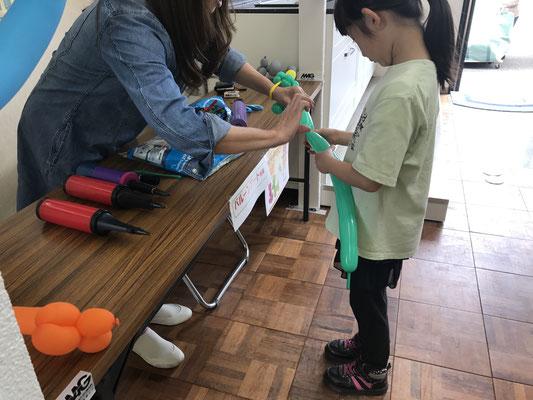 石川県津幡町イベントバルーンアート体験