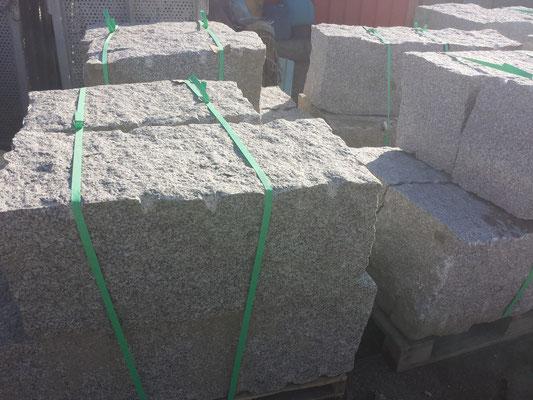 Granitblöcke Grau