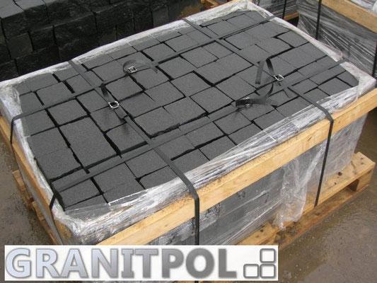 Schwarze Pflastersteine, gesägt und geflammt