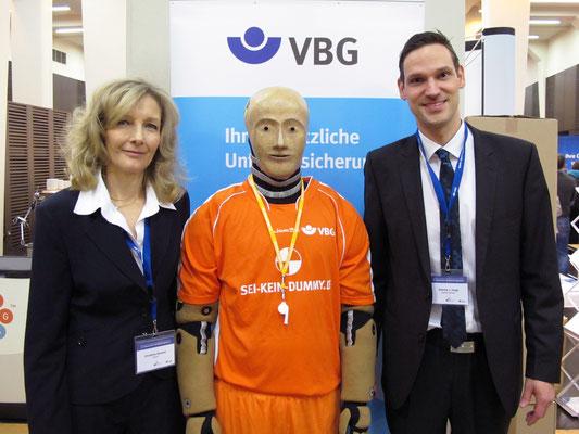 """VBG Hochleistungssymposium Berlin 2014, Aktion """"Sei Kein Dummy"""" zur Verletzungsprävention"""