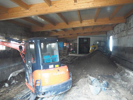 Zwischenstand der Bauarbeiten: Entkernung des alten Stallgebäudes