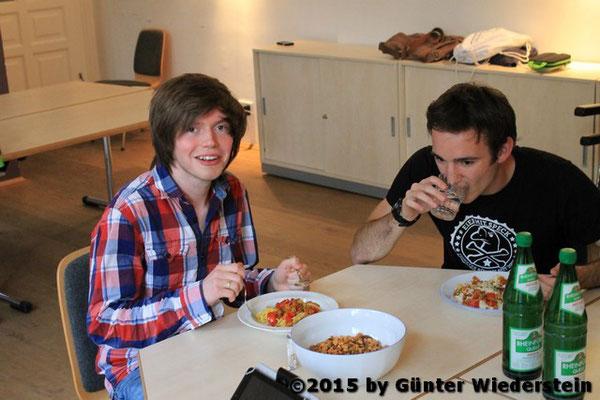 Während wir gegessen haben, lauschten wir Günter's Schilderungen über die Situation der Schwulen damals zur Zeit wo dies noch verboten war (§175).