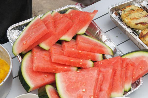 Grillkäse, Wassermelone all das gab es bei uns die Vielfalt war so genial jeder hatte das was er wollte.