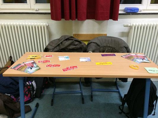 Unser Tisch auf der Veranstaltung; geziert mit Flyern der BJ e.V.