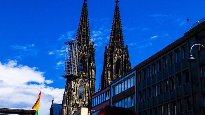 Der Kölner Dom. Nach gut drei einhalb Stunden und der Hitze ein wohl verdientes Ende. Der CSD war ein riesen Erfolg und hat vielen Spaß gemacht.