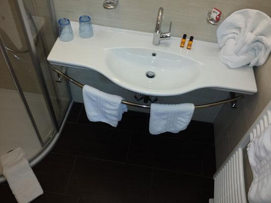 getrennte Dusche & WC