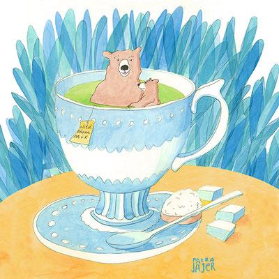 Braunbärin mit Bärenkind macht Wellness: heißes Bad in Teetasse