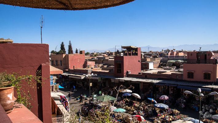 Marrakech - von der Dachterrasse des Café des épices