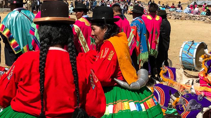 Nationalfeiertag in Peru - in Ballella ist alles auf den Beinen