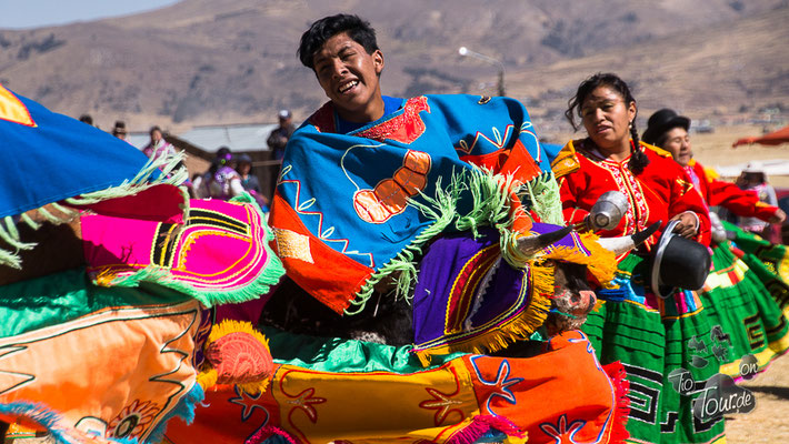 Nationalfeiertag am Titicaca-See - das ganze Dorf tanzt...