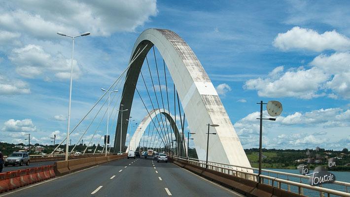 Juscelino-Kubitschek Brücke über den Paranoá See