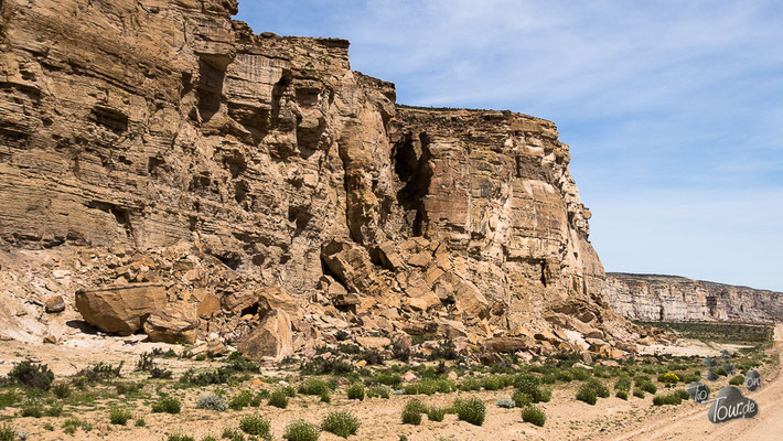 gewaltige Felsformationen säumen die Route